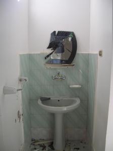 وتركوا بصماتهم فوق مرآة الحمام