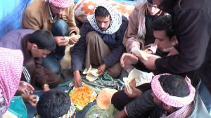 افطار المعتصمين امام محافظة شمال سيناء