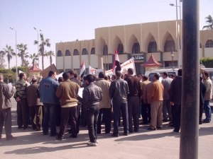 احتجاج العاملين فى المحكمة