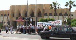 اعتصام العاملين فى شركات البترول امم محافظة شمال سيناء تصوير مصطفى سنجر