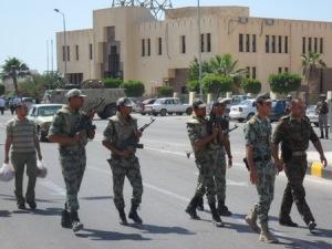 الجيش يتدخل لفتح الطريق الدولى