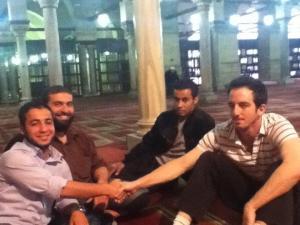 صورة الجاسوس الاسرائيلى فى احد مساجد القاهرة