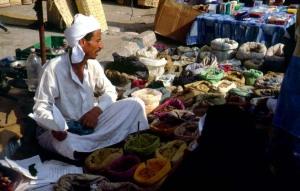 اسواق شعبيه  بائع منتجات العطارة فى سوق العريش