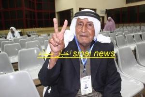 احد الحجاج الفلسطينيين داخل معبر رفح