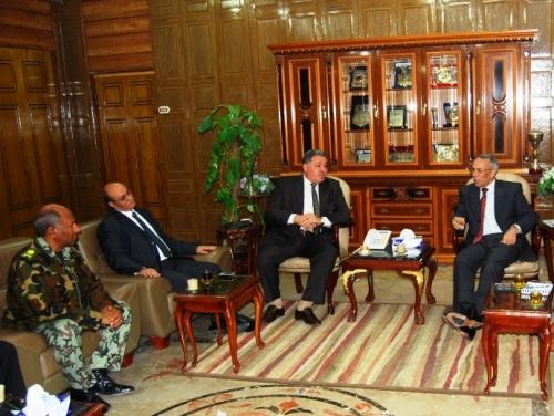 المحافظ واللجنة المشرفة على الاستفتاء بشمال سيناء